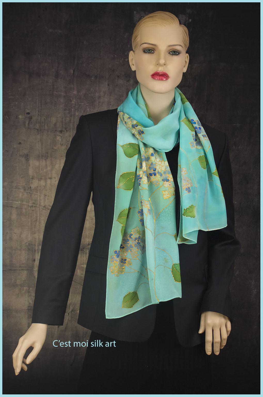100% selyem zsorzsett sál világos kék hortenziákkal 06