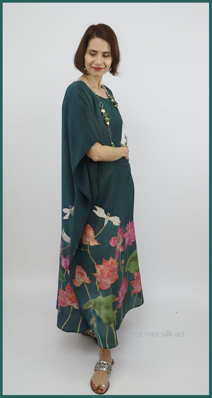 selyem crepe de chine kézzel festett ruha zöld lótuszokkal 02