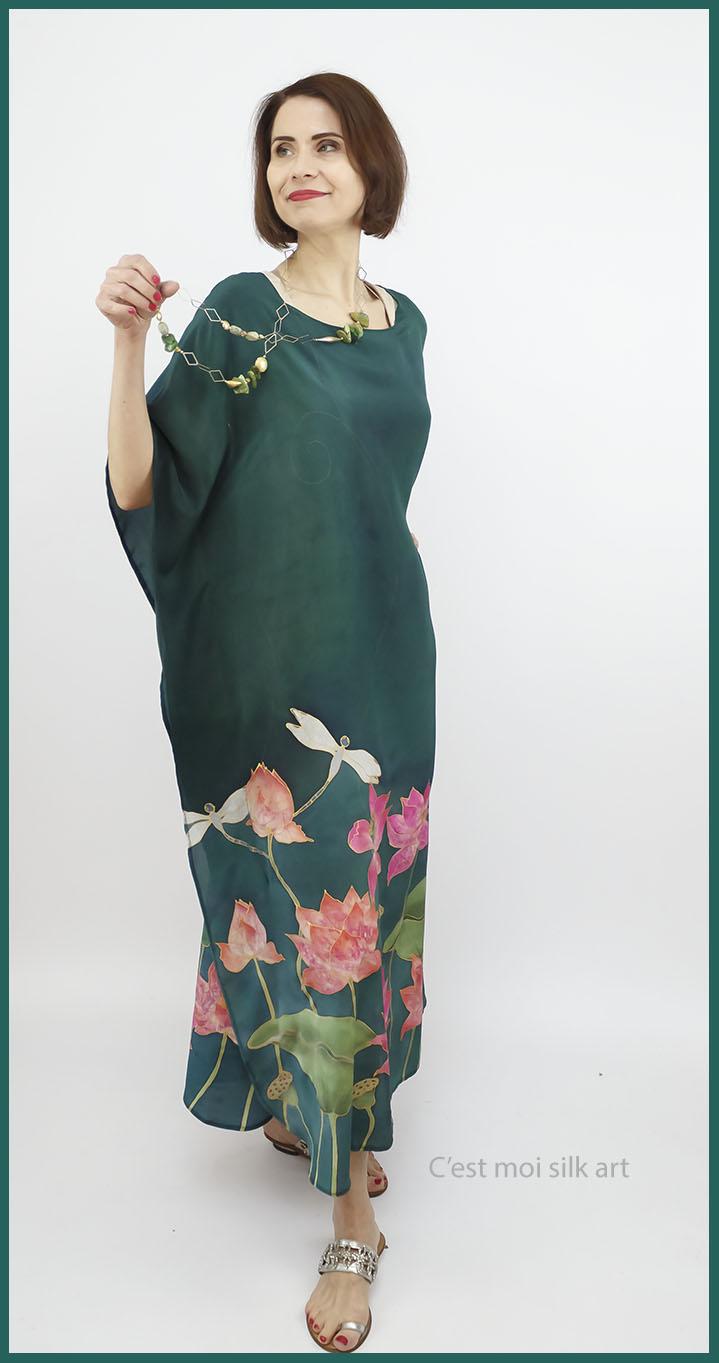 selyem crepe de chine kézzel festett ruha zöld lótuszokkal 03