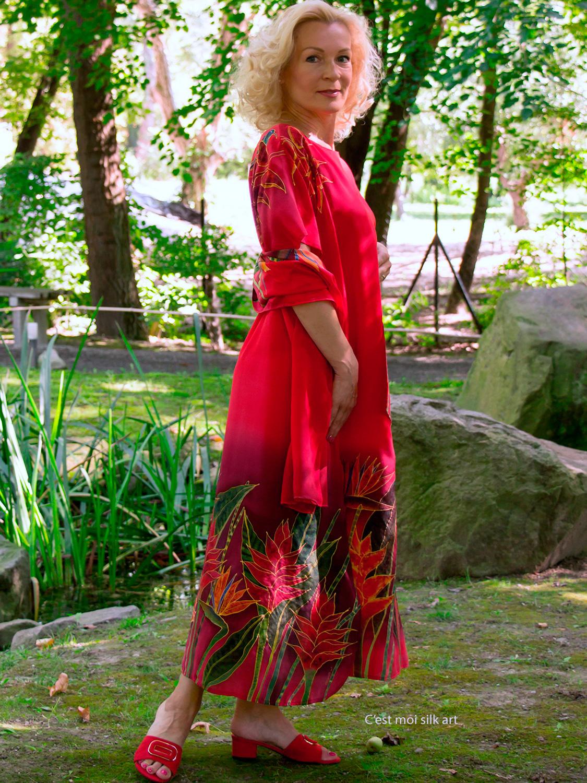 selyem-ruha-piros-trópusi-virágokkal-003