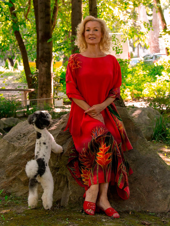 selyem-ruha-piros-trópusi-virágokkal-004