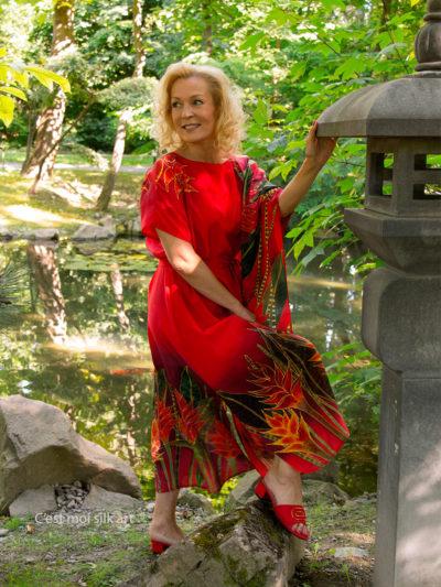 selyem-ruha-piros-trópusi-virágokkal-008