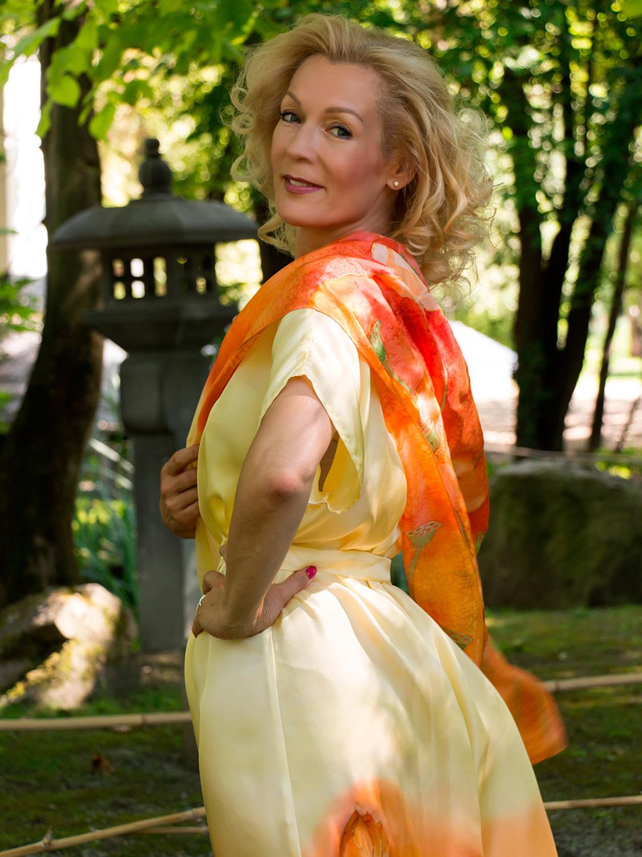 selyem-ruha-sárga-lótuszokkal-11